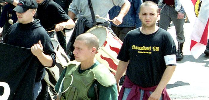 Im Bild rechts: Carsten Szczepanski - V-Mann Piatto, Naziaufmarsch in Königs Wusterhausen, 2000